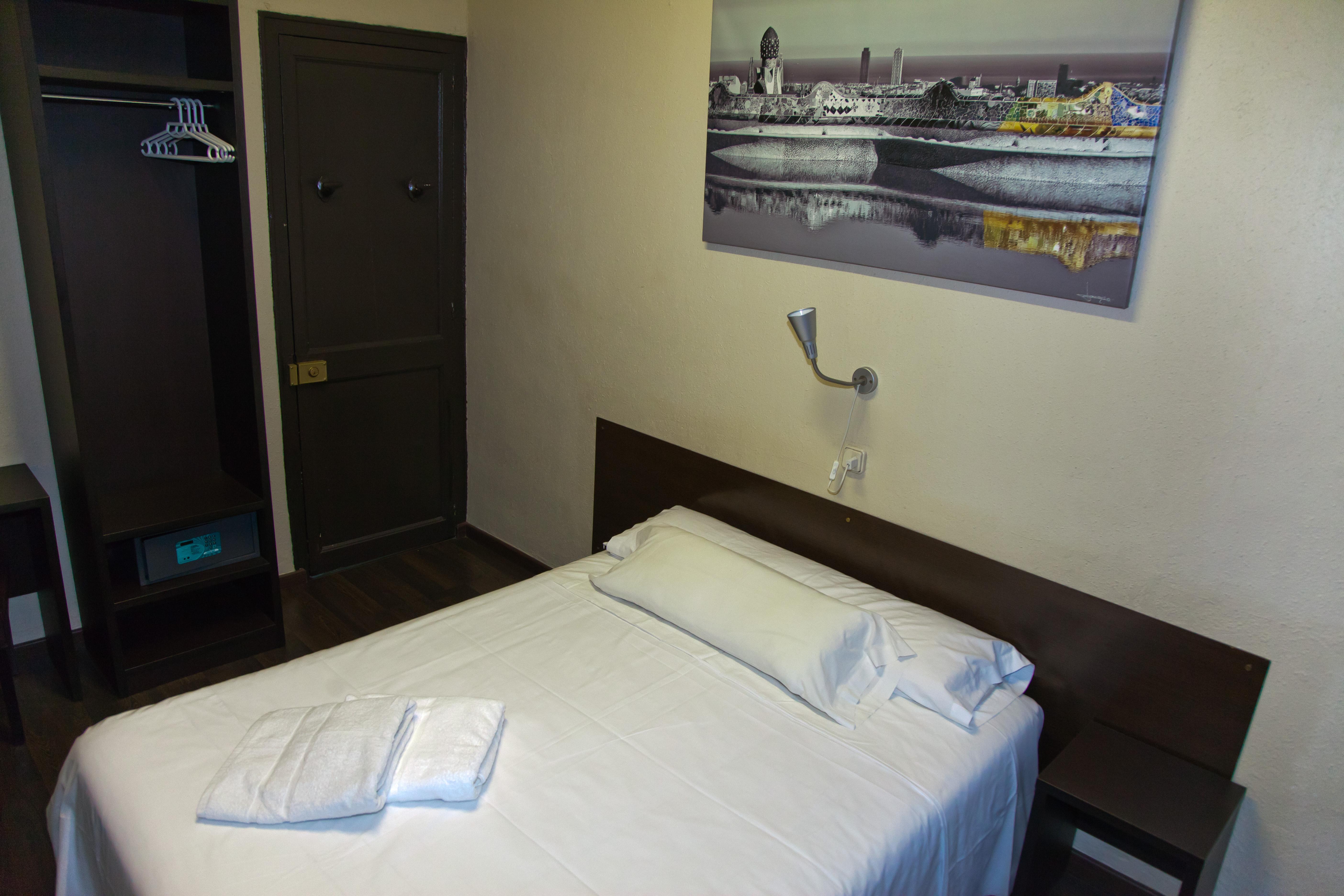 Foto hostal par s centro di barcellona sito web ufficiale for Appartamenti al centro di barcellona